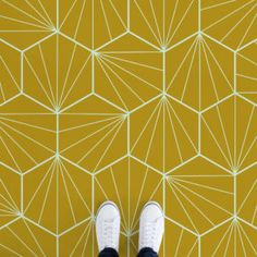 starburst-tiles-yellow-feet-vinyl-flooring