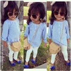 Blue shirt, white leggings, and blue shoes.