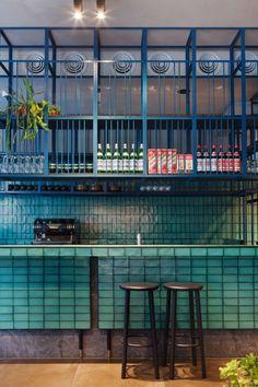 Interior design Restaurant Open Shelving, Hutong group opens East restaurant in Melbourne, designed by Hecker Guthrie Interior East Restaurant, Design Bar Restaurant, Chinese Restaurant, House Restaurant, Design Café, Cafe Design, Showroom Design, Design Trends, Modern Design