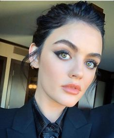 Autumn hair colours: Lucy Hale with peppercorn black hair Blonde Pixie Cuts, Ash Blonde Hair, Face Shape Hairstyles, Hairstyles For Round Faces, Easy Hairstyles, Lucy Hale Makeup, Lucy Hale Style, Fall Hair Colors, Hair Colours