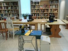 Pajassa voi tehdä käsin Corner Desk, Presents, Furniture, Home Decor, Stamps, Gifts, Homemade Home Decor, Corner Table, Home Furnishings