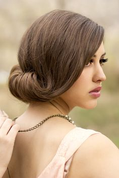 Vintage Hair - Lots of wedding hair inspiration for chignon hairstyles including top tips and tutorials. Vintage Wedding Hair, Short Wedding Hair, Wedding Hairstyles For Long Hair, Wedding Hair And Makeup, Hair Makeup, Bridal Hairstyles, Wedding Updo, Vintage Updo, Bun Hairstyles