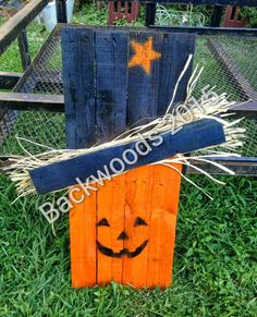 Pumpkin pallet scarecrow we did last night Fall Wood Crafts, Halloween Wood Crafts, Pallet Crafts, Halloween Projects, Thanksgiving Crafts, Wooden Crafts, Halloween Decorations, Holiday Crafts, Pallet Projects