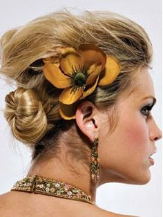 Hair swept back loosely into a low bun for my bridesmaids. Possible option of flowers in hair is quite nice. Classy Hairstyles, Bun Hairstyles For Long Hair, Spring Hairstyles, Pretty Hairstyles, Classy Updo, Chignon Hair, Hair Today, Flowers In Hair, New Hair