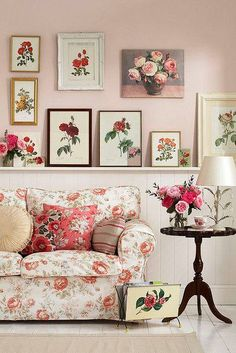 Attractive country inspired wall decor ideas with framed prints - try this today