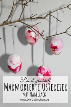 Ostereier färben mal anders: DIY marmorierte Ostereier mit Nagellack ganz einfa… Easter eggs color differently: DIY easily make marbled Easter eggs with nail polish dye # Nail polish ideas Diy Niños Manualidades, Coloring Easter Eggs, Diy Easter Decorations, Summer Diy, Summer Crafts, Easter Wreaths, Diy Wreath, Kids Decor, Home Decor