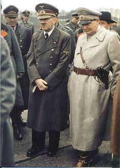 Magnífica imagen en color en la que podemos ver a Hitler con su lugarteniente