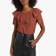 Ruffled Floral Print Blouse with Short Sleeves LA REDOUTE COLLECTIONS This irresistible blouse is bang on trend. We love its ruffles that bring a romantic touch to your outfit. Style it with plain trousers or skirts to. Trends, Printed Blouse, Nice Tops, Rock, Ruffles, Floral Prints, Dressing, Short Sleeves, Ruffle Blouse