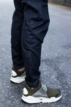 ACRONYM ofc - still debating the whole tapered leg silhouette Best Sneakers, Sneakers Fashion, Gaucho, Cyberpunk, Nike Free Flyknit, Nike Joggers, Teen Fashion, Runway Fashion, Fashion Trends