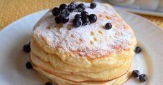 Feine, süße und dank dem Backpulver luftig weiche Pfannkuchen, die am besten sie mit Aprikosenmarmelade und Obst schmecken . … Continued