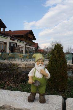 Zwergenzeit im Kräutergarten, Parkhotel am Soier See, Bad Bayersoien, Ammergauer Alpen, Bayern ** Parkhotel, Bavaria, dwarf in the hotels herb garden