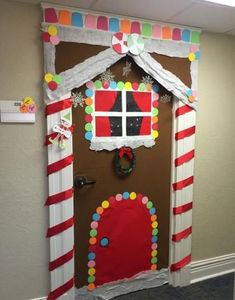 50 Christmas Door Decorations for Work to help you Ace the Door Decorating Contest - Hike n Dip - - Looking for quick Christmas Door Decoration Ideas? Here are the best Christmas Door Decorations for work to ace the Christmas door decorating contest. Christmas Door Decorating Contest, School Door Decorations, Office Christmas Decorations, Christmas Projects, The Grinch, Christmas Front Doors, Prim Christmas, Preschool Christmas, Theme Noel