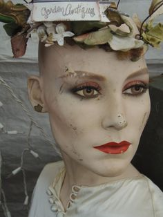 Lady vase head