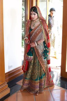Heavy duty bridal wear by Sabysachi. I love the necklace very much too.
