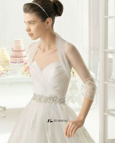 2015 New Collection Ball Gown Strapless Sweetheart Pleated Lace Appliqued Guangzhou Wedding Dress
