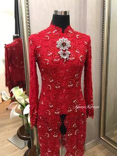 Kebaya Lace, Kebaya Brokat, Kebaya Dress, Batik Kebaya, Batik Dress, Tailored Fashion, Mature Fashion, Kebaya Simple, Indonesian Kebaya