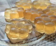 Double health benefits from ACV and grass-fed gelatin. - The health benefits of apple cider vinegar are infused into these sweet and sour gummies. Made with grassfed gelatin makes for a healthy treat. Apple Health Benefits, Apple Cider Benefits, Healthy Treats, Healthy Eating, Apple Cider Vinegar Remedies, Grass Fed Gelatin, Gelatin Recipes, Beef Gelatin, Comida Latina
