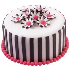 Break the rules and go bolder with daisies in black, white and pink. It's a fondant cake that lets you shake things up and express yourself with just the color scheme you want.