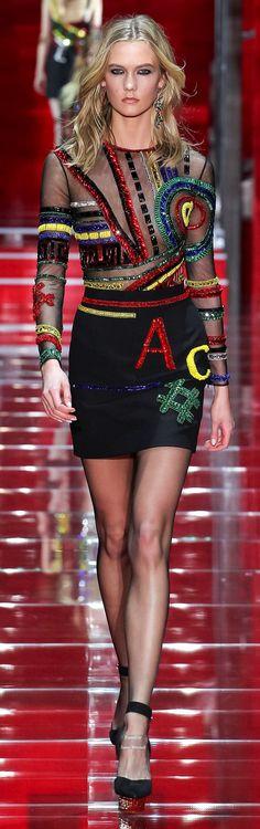 Versace Fall 2015 Ready-to-Wear Collection - Vogue Fashion Moda, High Fashion, Fashion Show, Womens Fashion, Fashion Design, Versace Fashion, Runway Fashion, Fashion Trends, Milan Fashion