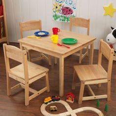 Conjunto de mesa y cuatro sillas para niños y niñas en madera de la marca KidKraft. Ideal para decorar habitaciones infantiles.