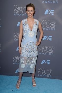 Pin for Later: Blue Is the Hottest Color of the Critics' Choice Awards January Jones Wearing an Altuzarra dress and Bionda Castana heels.