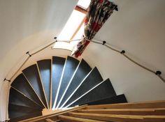 Schiefer Treppen stehen für Exklusivität und Stil. Als pflegeleicht und äußerst widerstandsfähig eignen sich Schiefer Treppen für nahezu jeden Wohnbereich.Ob innen oder außen, poliert oder geflammt, für jeden Bereich gibt es die passenden Treppen.