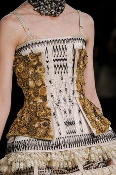 Alexander McQueen Spring 2013 - corset with a slightly higher waist, however patterns and textures are similar to such in the century. Haute Couture Style, Couture Mode, Couture Details, Fashion Details, Couture Fashion, Runway Fashion, Fashion Art, High Fashion, Fashion Show