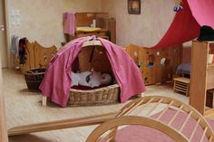 ❤️ this Pikkler playroom Daycare Spaces, Home Daycare, Kid Spaces, Waldorf Playroom, Reggio Emilia Classroom, Just Kids, Kindergarten Games, Rudolf Steiner, Kids Decor