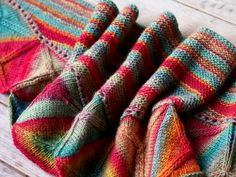 A gorgoue mix of colors in the Ojo De Dios by Vanessa Ewing #shawl