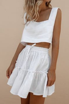Enter the POSSE. Vintage inspired for the modern-day girl. White Skirt Outfits, White Skirts, Spring Summer Fashion, Spring Outfits, Look Fashion, Fashion Outfits, Skirt And Top Set, White Skirt And Top, Jupe Short