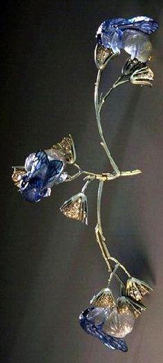 Lalique 1905-06 'Bumblebees on Flowers' Corsage Ornament, gold, translucent enamel on gold, cast glass, diamonds.