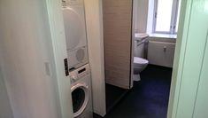 #Ahornsgade #egerbyg #bathroom #toilet #renovering #construction #entreprenør Stacked Washer Dryer, Washer And Dryer, Toilet, Laundry, Home Appliances, Construction, Bathroom, Laundry Room, House Appliances