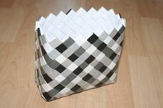 Flettet taske med bred, flad bund