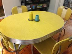 Vintage Kitchen Table and Chair Set- We had a dinning set similar to this one,same color...ours was rectangular
