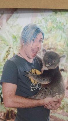 Josh Ramsay holding a koala bear, your argument is invalid. Marianna Trench, Marianas Trench Band, Josh Ramsay, Tiny Horses, Canadian Boys, Type O Negative, Baby L, Pop Songs, Attractive People