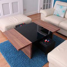 Mesa de centro tactil con 100 videojuegos instalados.