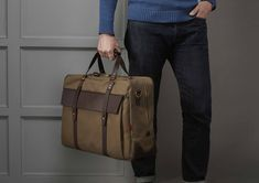 The Helmsdale Holdall in , a men's carry on holdall suitable for business trips and long weekends. Made in England by Chapman Bags Mens Luggage, Luggage Bags, Mens Work Bags, Men's Backpacks, Canvas Bags, Messenger Bag Men, Men's Bags, Leather Bag, Trips