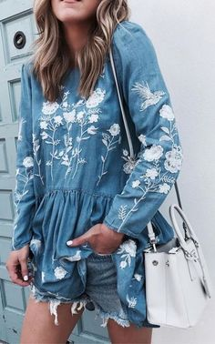 Artless Flowers Embroidered Dress in Chambray Denim Fashion, Look Fashion, Womens Fashion, Boho Chic, Estilo Jeans, Look Short, Do It Yourself Fashion, Trends, Well Dressed