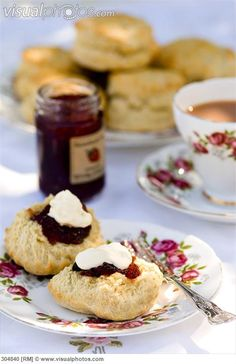 Cornish Cream Tea (Scones with jam, clotted cream & tea)