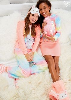 Llama-tastic! From super soft pajama sets and slippers, to cute plush friends and eye masks- check out the critter trend we're obsessed with!