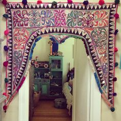 and we now enter the pink-purple door veil that it sure to make you feel protected and fuzzy inside, a similar feeling to cuddling in bed w a buncha blankies. Bohemian Interior, Bohemian Decor, Bohemian Style, Interior Flat, Interior And Exterior, Purple Door, Pink Purple, Indian Doors, Soft Furnishings