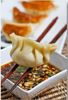 Os Dumplings são uma iguaria tradicional do Norte da China, é um dos pratos imprescindíveis no menu Ano Novo chinês e está presente ta...