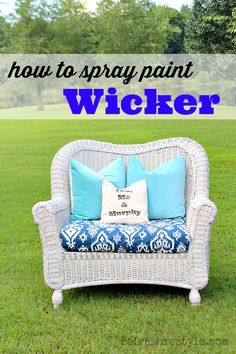 Home Decorating DIY Projects: From dated brown to light and bright - How to Spray Paint Wicker - - Decor Object Painting Wicker Furniture, Furniture Projects, Furniture Makeover, Painted Furniture, Diy Furniture, Diy Projects, Barbie Furniture, Project Ideas, Chair Makeover