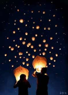 Great alternative to fireworks! ~play safe, l ovies. Be sure to check if you need a permit to release your sky lanterns, and don't release them where there's a potential fire hazard. Floating Lanterns, Sky Lanterns, Pretty Pictures, Cool Photos, Photo Deco, Jolie Photo, Photo Instagram, Night Skies, Fireworks