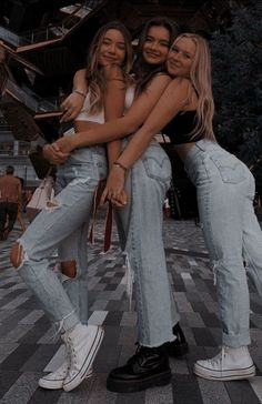 Best Friends Shoot, Best Friend Poses, Cute Friends, Photoshoot Friends, Cute Friend Pictures, Friend Photos, Bff Pics, Photo Adolescent, Foto Best Friend