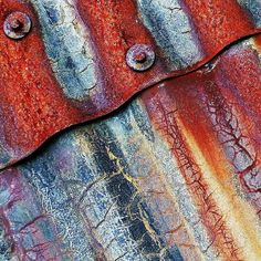 Rusting corrugated iron, beautiful rich colours and a texture much like tree bark Textures Patterns, Color Patterns, Rust Never Sleeps, Rusted Metal, Corrugated Metal, Corrugated Roofing, Rust In Peace, Peeling Paint, Texture Art