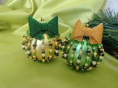 New Year is around the corner ... (lots of Christmas-tree balls)   biser.info - all about beads and beaded works