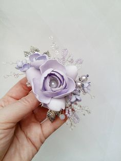 This beautiful handmade bridal hair comb made with pretty crystal elements, handcrafted flowers and white glass pearls. Complement most wedding hairstyles. It is the perfect bridal headpiece for that woman who wants to simply sparkle on her wedding day. DIMENSIONS: 5.5 x 2.5 (14 x 6 cm) (Please note, this does not include the comb itself). View my shop for more handmade bridal headpieces: https://www.etsy.com/shop/nevabridal