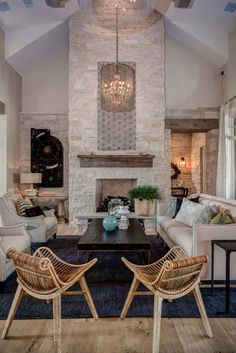 Texas Hill Country, Hill Country Homes, Country Style Homes, Texas Farm, Country Kitchen Flooring, Country Dining Rooms, Country Furniture, Country Decor, Country Interior