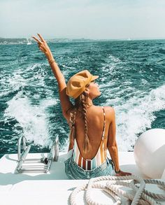 #ocean on a boat, lifestyle photo, instagram pose, beach, summer, summer style, summer lifestyle, summer inspiration